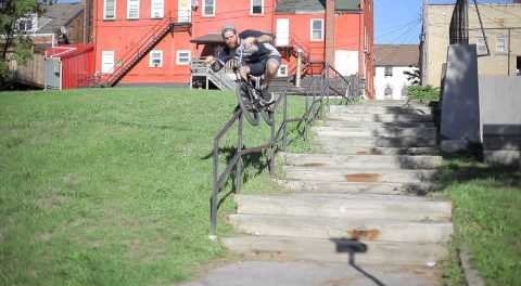 BMX – Long kinked handrail grinded by Lee Dennis