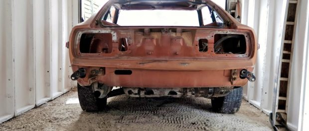 Datsun 280z gets stripped