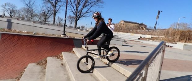 MATTY'S GIRLFRIEND RIDES A BMX BIKE FOR FIRST TIME!