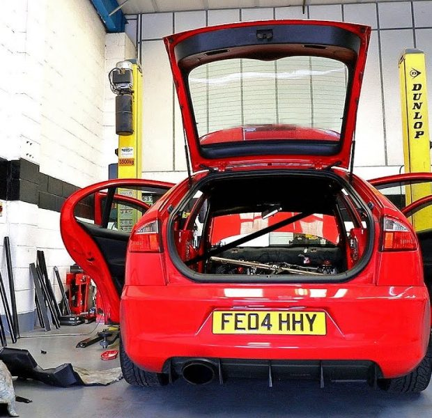 Welding a ROLL CAGE in the Cupra R