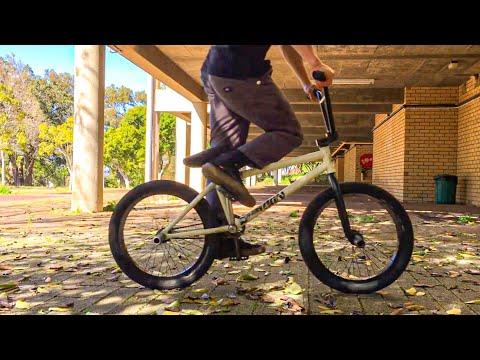 BMX STREET: Murray Loubser Tripod Edit / woozyBMX 2021