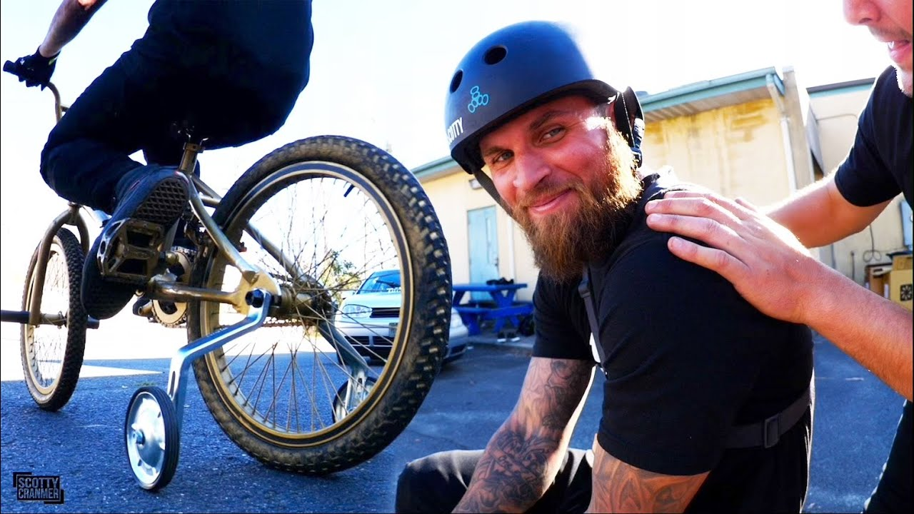 This-Grown-Man-With-tattoos-Is-On-Training-Wheels-And-He-Is-Not-Happy-About-It