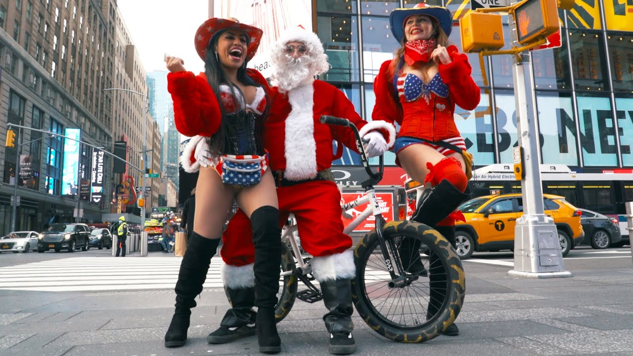 Bad-Santa-Takes-Over-New-York-City